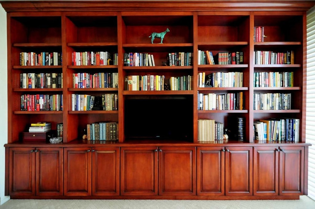ALDER WITH CINNAMON STAIN BUILT-IN BOOKSHELVES